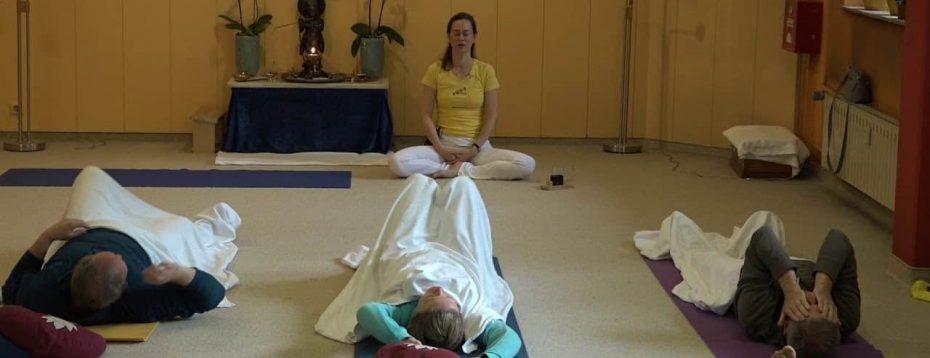Patanjalis Ashtanga - Yoga Class With Kaivalya