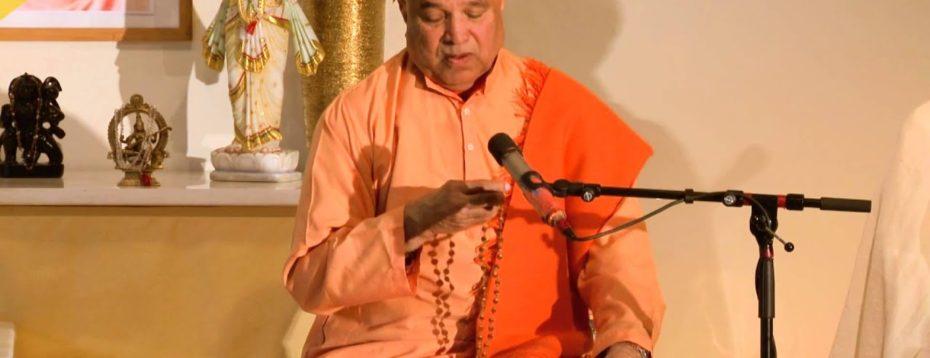 Swamiji Leads A Japa With Three  Mantras